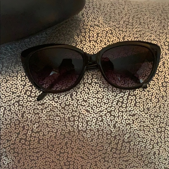 Vince Camuto Other - Vince Camuto cat eye sun glasses !
